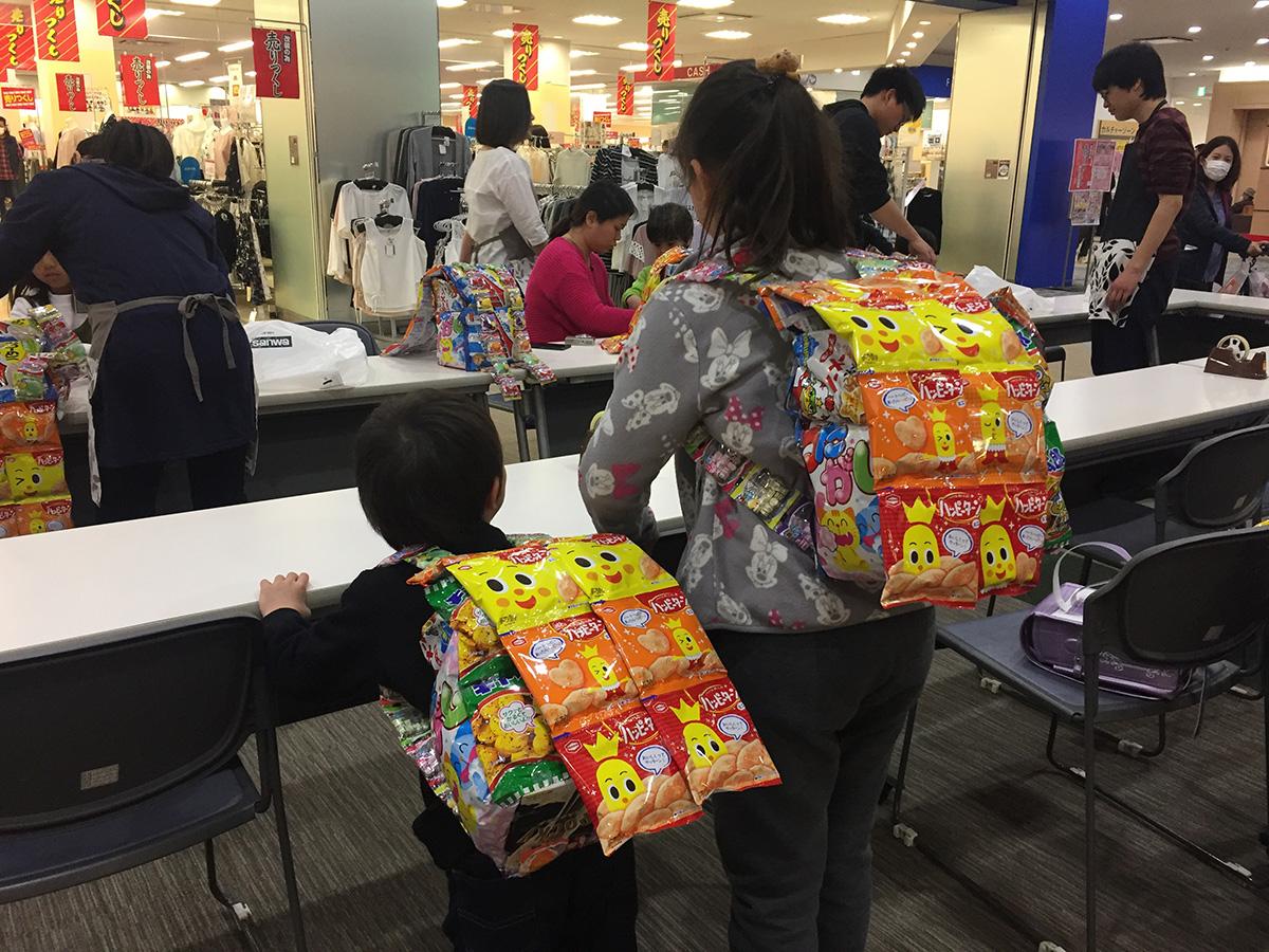 湘南エリアの商業施設にてお菓子のリュック作りワークショップ